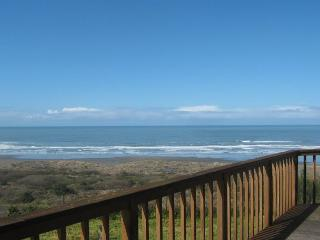 Clam Beach House 3 bedrooms, 2 ba, ocean and beach view, walk to huge beach! - Trinidad vacation rentals