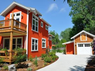 Hansel and Gretel Cottage downtown Saugatuck - Southwest Michigan vacation rentals
