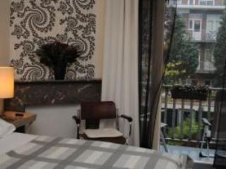 Stylish B&B along canal near Vondelpark NL-AM 075 - Amsterdam vacation rentals