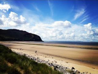 TARDYS Dog Friendly Holiday Cottage by the Sea - Conwy County vacation rentals