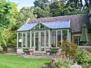 THE CONSERVATORY, romantic single-storey pet-friendly cottage in Parwich Ref 19902 - Parwich vacation rentals
