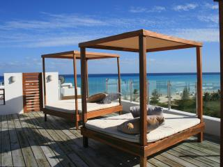 Luxury 2b / 2.5b Condo in front of the Beach! - Playa del Carmen vacation rentals
