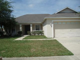 Lake views 3 bed / 2 bath Crescent Lakes Ref 42714 - Kissimmee vacation rentals