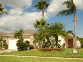 Resort Pool Home with Spa -4 Bed/3 Bath Ref: 34019 - Kissimmee vacation rentals