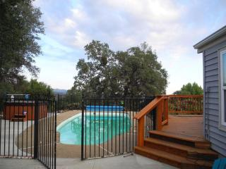 Knarly Oaks Pool House with spa on a 5 acre hill - Yosemite National Park vacation rentals