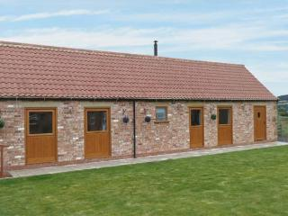 POTTOWE COTTAGE, barn conversion, with woodburning stove, Jacuzzi bath, shared walled garden, in Stokesley, Ref 13981 - Whitby vacation rentals