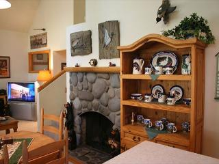 Skier's  with Flat Screen TV and Hot Tub that's Centrally Located - Sunriver vacation rentals