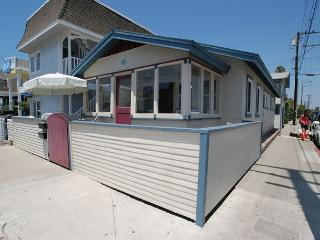 Charming 2 Bedroom Newport Beach Bungalow, Close to Beach! (68334) - Newport Beach vacation rentals