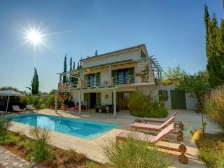3 Bedroom Deluxe Villa Asterias - Trapezaki vacation rentals
