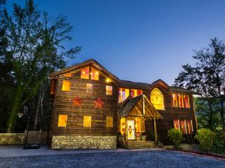 Plenty of room for family and friends w/ yard for kids and more - Gatlinburg vacation rentals