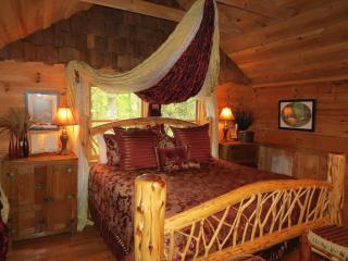 Run naked in the woods - Gatlinburg vacation rentals