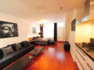 Centra III - Spacious and luxury private Dutch House in old city center of Amsterdam, sleeps 6 - Barcelona vacation rentals
