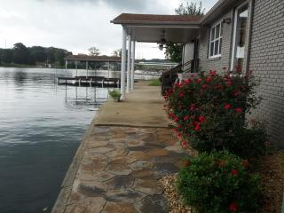 Vacation rental home on Wilson Lake in Florence AL - Florence vacation rentals