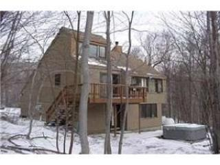 3 Bedroom with Loft Private Home (sleeps 10) A Great Escape! Ski On/Ski Off, Outdoor Hot Tub, WiFi, Foosball Table, Wood Burning - Killington vacation rentals