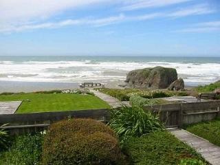 Whale Rock - On The Beach On The Mendocino Coast - North Coast vacation rentals