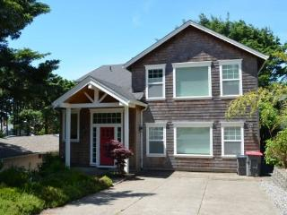Hidden Treasure is a tranquil Pet Friendly home with 2 King beds 4 bedroom 3 bath sleeps 10 - 59397 - Cannon Beach vacation rentals