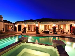 'Oasis' Pool, Spa, Outdoor TV, Foosball, BBQ, Fun! - La Quinta vacation rentals