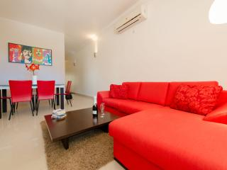Modern, Comfortable & fully-equipped apartment - Saint Julian's vacation rentals