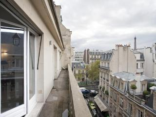 026L Eiffel Balcony Family Penthouse - 3rd Arrondissement Temple vacation rentals