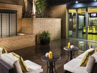 2bd.2ba on Hollywood blvd. - Hollywood vacation rentals