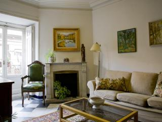Cozy 2 bedroom apartm in the heart of Madrid Wifi - Valencia vacation rentals