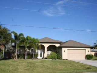 Waterfront & Sunsets 4 Bedroom 3Bath in Cape Coral - Cape Coral vacation rentals