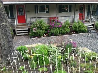 In Town Retreat - Wonderful Vignettes Tucked Around the Yard. - Boothbay vacation rentals