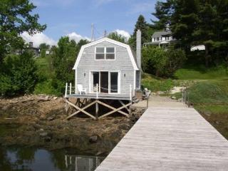 ANN'S BOATHOUSE | WATERFRONT | 1800'S BOATHOUSE TURNED COTTAGE | DOCK & FLOAT | PET FRIENDLY | ROMANTIC GET-A-WAY - Edgecomb vacation rentals