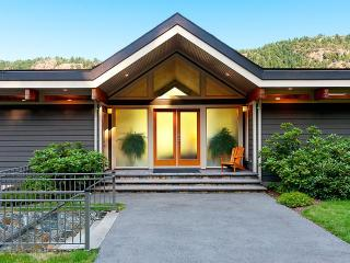 Tranquil Malahat Waterfront Retreat Awaits You - Victoria vacation rentals