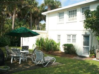 Folly 1st Floor w/Fenced Yard Pet Friendly! - Folly Beach vacation rentals