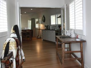 Luxury, s/c  4.5 star  Farm Stay at Eurobin, near BRIGHT Victoria - Victoria vacation rentals