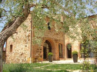 Luxury 5 bed villa with pool in Tuscany, Italy - Volterra vacation rentals