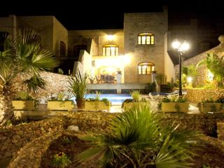 Airconditioned 5 bedroom Farmhouse + free Wifi - Xaghra vacation rentals