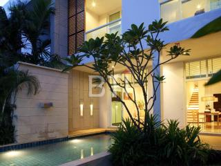 Luxury 3 Bedroom Pool Condo in Nai Harn Oxygen - Nai Harn vacation rentals