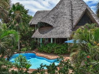 Great luxury villa with guesthouse, pool & cook - Diani vacation rentals