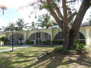 1 bedroom condo Sunset Crest Barbados near beach - Sunset Crest vacation rentals