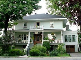 La Maison sous l'Orme - Bed & breakfast - Levis vacation rentals