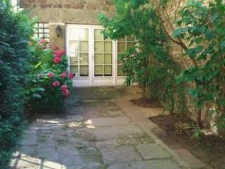 Beautiful 1 bedroom apartment in Dinan centre-A010 - Dinan vacation rentals