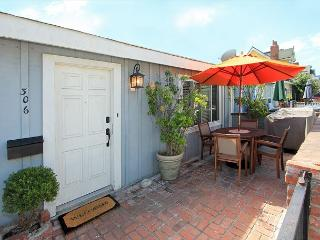 Updated 2 Bedroom Beach Cottage! 3 Parking Spots! (68261) - Newport Beach vacation rentals