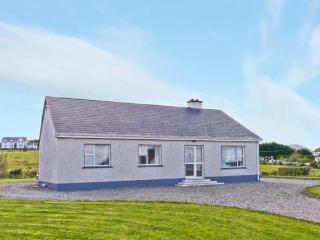 MOUNTAIN VIEW, single storey, open fire, garden, en-suites, Ardara Ref 18747 - County Donegal vacation rentals