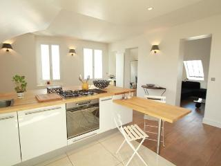 Last minute offer/ Luxury Apt with Dramatic Views - Paris vacation rentals