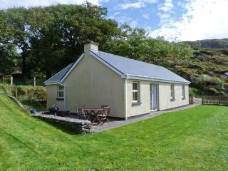 THE BAY, pet friendly, single-storey, open fire, sea view, garden in Caherdaniel Ref 14206 - Caherdaniel vacation rentals