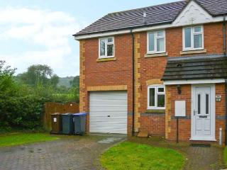 18 MILLERS VIEW, cosy cottage, close amenities, near Alton Towers and National Park, in Cheadle Ref 16881 - Staffordshire vacation rentals