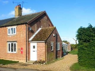 KEEPER'S COTTAGE pet-friendly, countryside location, close to Thetford Forest in Beachamwell Ref 20391 - Norfolk vacation rentals