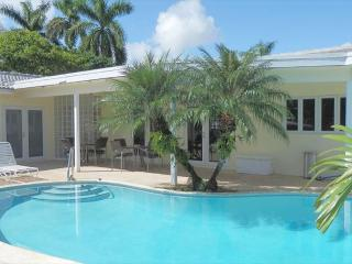 Harbor House Waterfront Heated Pool 3/2 Sleeps 12 1004 - Hollywood vacation rentals
