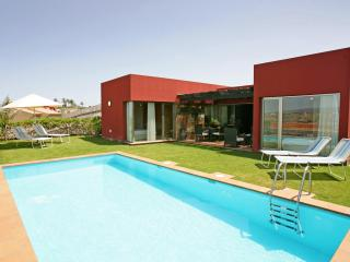 Par 4 Luxury Villa, Private Pool, Full Extras - Maspalomas vacation rentals