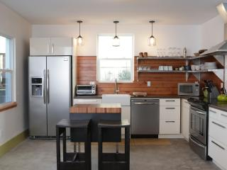 3 bed- Perfectly located, modern & beautiful - Portland Metro vacation rentals