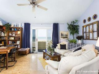Quail Hollow B2-1U, Beach Front, 1 Bedroom, Top Floor Unit, Pool - Florida North Atlantic Coast vacation rentals