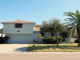 Spacious 5 bedroom 2 bath home in the heart of Port Aransas! - Port Aransas vacation rentals