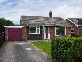 SUNNYSIDE COTTAGE open fire, pet friendly, near to coast in Hogsthorpe Ref 17833 - Lincolnshire vacation rentals